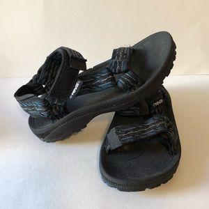 Teva unisex sandals great used condition